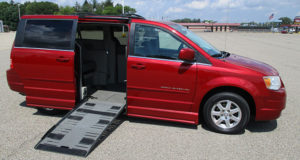 2008-chrysler-town-country_1668