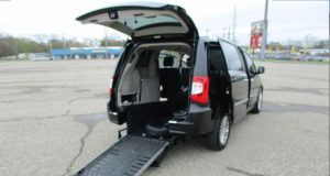 2012-chrysler-town-country_1726