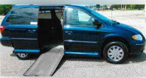 2005-chrysler-town-country_1727