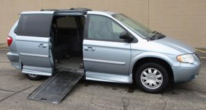 2005-chrysler-town-country_1754