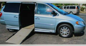 2006-chrysler-town-country_1796