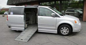 2010-chrysler-town-country_1803